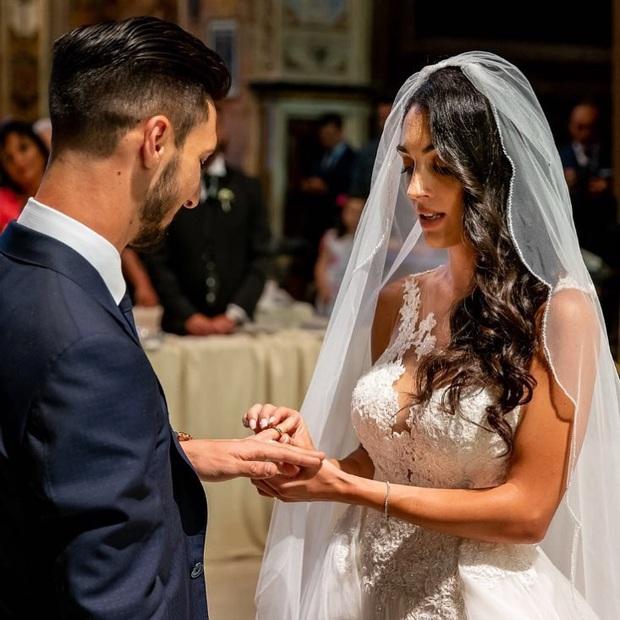 Drama bổ phổi cho fan bóng đá ngày 29 Tết: Vợ thuê thám tử điều tra, phát hiện chồng tung tăng với tình mới sau 7 tháng cưới nhau - Ảnh 1.
