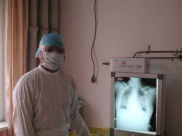 Từng khẳng định virus Vũ Hán có thể kiểm soát, bác sĩ đầu ngành Trung Quốc vừa xác nhận mình nhiễm Corona - Ảnh 1.