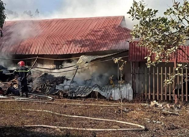Lâm Đồng: Cháy lớn ngày 29 Tết ở cơ sở Bảo trợ xã hội thiêu rụi toàn bộ quần áo và nhu yếu phẩm tết cho trẻ mồ côi, khuyết tật - Ảnh 4.