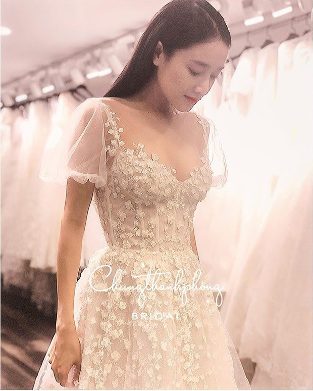 Nhìn Nhã Phương mặc lại váy đính hôn mới thấy: 2 năm đã qua mà nhan sắc vẫn đẹp như ngày nào - Ảnh 3.