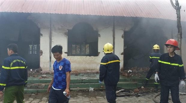 Lâm Đồng: Cháy lớn ngày 29 Tết ở cơ sở Bảo trợ xã hội thiêu rụi toàn bộ quần áo và nhu yếu phẩm tết cho trẻ mồ côi, khuyết tật - Ảnh 3.