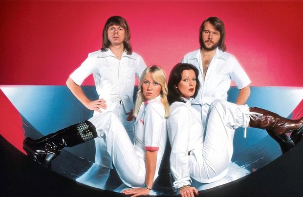 Nhóm nhạc ABBA - chủ nhân Happy New Year bất hủ: Từng suýt có tên là Alibaba, khiến Madonna tự viết thư cầu xin sample nhạc và lời đồn xích mích - Ảnh 3.