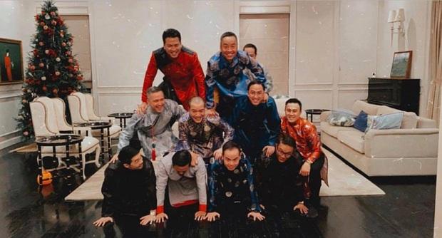 Tiệc tất niên tối 29 Tết trong biệt thự nhà Hà Tăng: Kathy Uyên, Phương Khánh bận áo dài, Băng Di sánh đôi bên bạn trai đại gia - Ảnh 5.