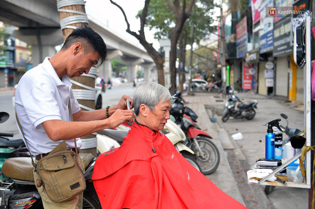 Salon tóc và dịch vụ làm móng, làm mi đông đúc chiều 29 Tết - Ảnh 9.