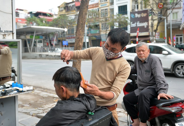 Salon tóc và dịch vụ làm móng, làm mi đông đúc chiều 29 Tết - Ảnh 11.
