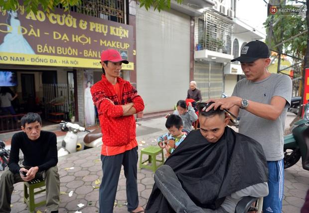 Salon tóc và dịch vụ làm móng, làm mi đông đúc chiều 29 Tết - Ảnh 8.