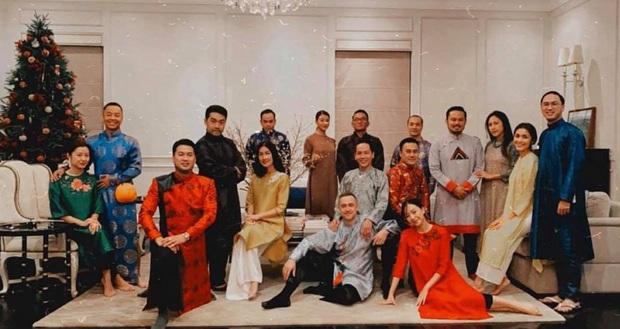 Tiệc tất niên tối 29 Tết trong biệt thự nhà Hà Tăng: Kathy Uyên, Phương Khánh bận áo dài, Băng Di sánh đôi bên bạn trai đại gia - Ảnh 3.