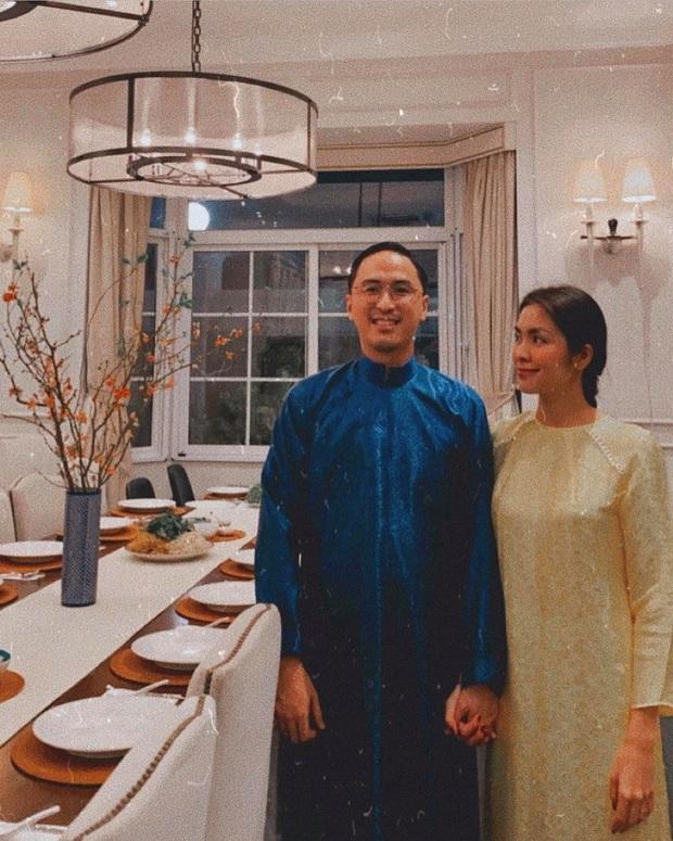 Tiệc tất niên tối 29 Tết trong biệt thự nhà Hà Tăng: Kathy Uyên, Phương Khánh bận áo dài, Băng Di sánh đôi bên bạn trai đại gia - Ảnh 1.