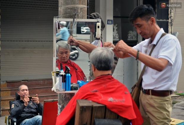 Salon tóc và dịch vụ làm móng, làm mi đông đúc chiều 29 Tết - Ảnh 12.