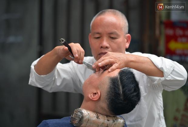 Salon tóc và dịch vụ làm móng, làm mi đông đúc chiều 29 Tết - Ảnh 10.