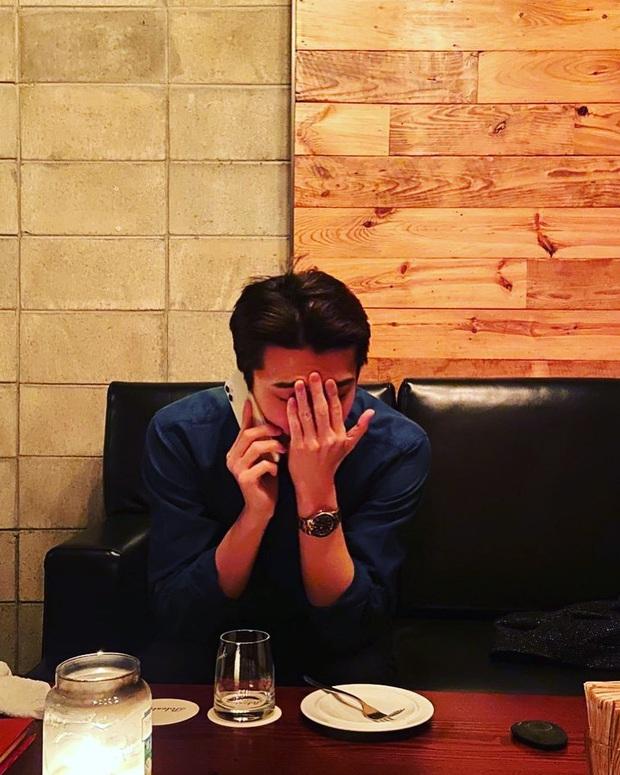 Đăng ảnh rinh ngay triệu like, Sehun (EXO) lại gây hoang mang vì biểu cảm đáng lo sau ồn ào Chen cưới vợ - Ảnh 2.