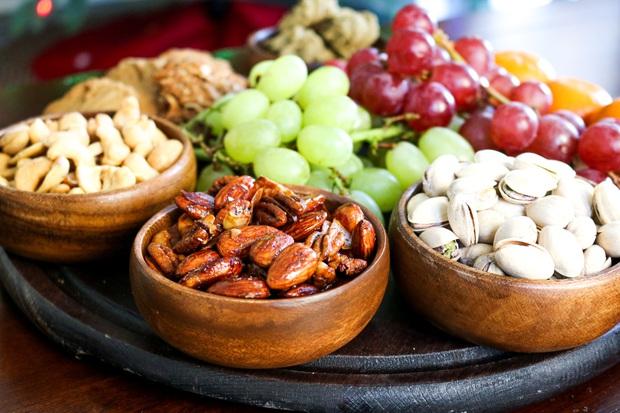 Chuyên gia tư vấn dinh dưỡng Emma Phạm gợi ý 10 mâm hoa quả, bánh kẹo ăn Tết vừa healthy vừa bổ dưỡng - Ảnh 3.