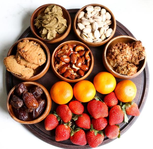 Chuyên gia tư vấn dinh dưỡng Emma Phạm gợi ý 10 mâm hoa quả, bánh kẹo ăn Tết vừa healthy vừa bổ dưỡng - Ảnh 10.