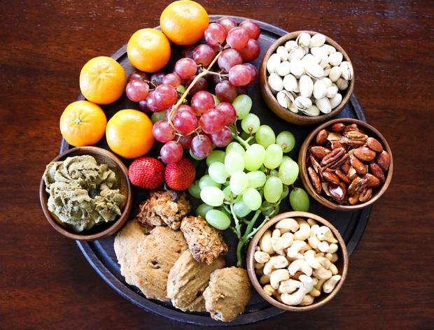 Chuyên gia tư vấn dinh dưỡng Emma Phạm gợi ý 10 mâm hoa quả, bánh kẹo ăn Tết vừa healthy vừa bổ dưỡng - Ảnh 12.