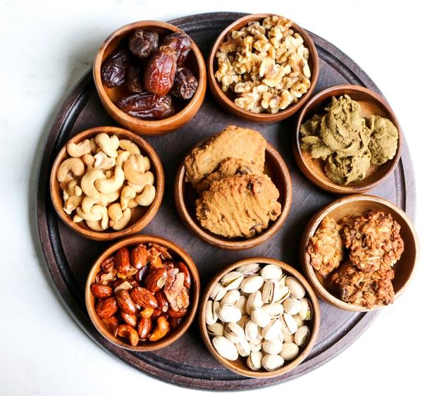 Chuyên gia tư vấn dinh dưỡng Emma Phạm gợi ý 10 mâm hoa quả, bánh kẹo ăn Tết vừa healthy vừa bổ dưỡng - Ảnh 13.