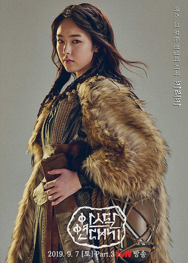 Hít hà drama nhẹ cuối năm: Bóng hồng của Song Joong Ki thừa nhận giật chồng, bom tấn Arthdal toang thật rồi? - Ảnh 7.