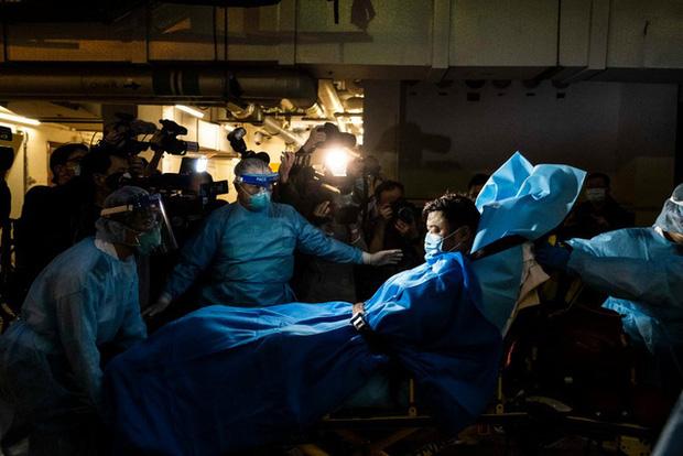 Ám ảnh đại dịch lây lan, Trung Quốc ra lệnh đóng cửa thành phố Vũ Hán - Ảnh 1.