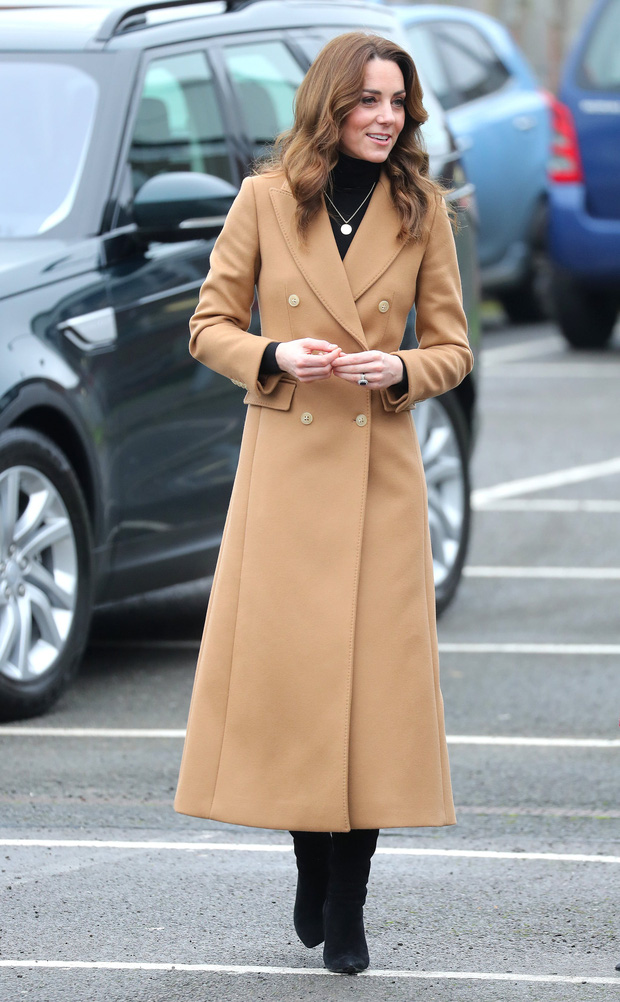 Chẳng ngờ phía sau set đồ tưởng chừng giản dị của Công nương Kate Middleton lại chất chơi nhường vậy - Ảnh 2.