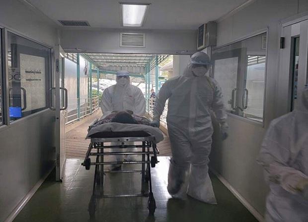 Để hiểu hơn về đại dịch cúm virus Corona đang hoành hành, xem ngay series tài liệu Pandemic vừa tung của Netflix! - Ảnh 4.