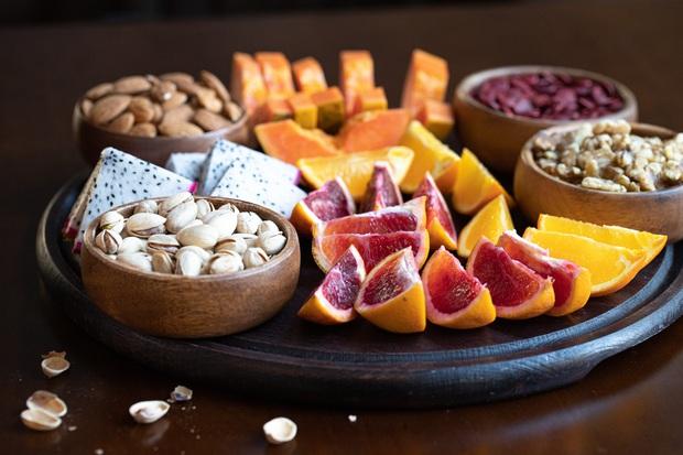 Chuyên gia tư vấn dinh dưỡng Emma Phạm gợi ý 10 mâm hoa quả, bánh kẹo ăn Tết vừa healthy vừa bổ dưỡng - Ảnh 9.