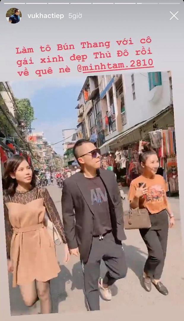 Ra Hà Nội dịp Tết, Vũ Khắc Tiệp cũng đi chợ hoa đêm như ai, không biết có quay vlog luôn không nhỉ? - Ảnh 5.