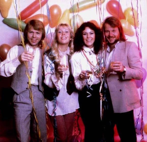 Nhóm nhạc ABBA - chủ nhân Happy New Year bất hủ: Từng suýt có tên là Alibaba, khiến Madonna tự viết thư cầu xin sample nhạc và lời đồn xích mích - Ảnh 12.