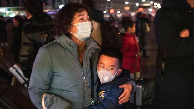 """Người dân Vũ Hán lo sợ khi bệnh viện quá tải: """"Virus truyền nhiễm có thể đang ở ngay bên cạnh mà bạn không biết"""" - Ảnh 5."""