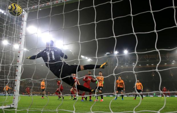 Xé lưới Wolves ở những phút cuối cùng, Firmino giúp Liverpool giữ vững ngôi đầu bảng Ngoại hạng Anh - Ảnh 3.