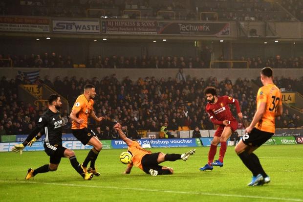 """""""Vua Ai Cập"""" Salah bị CĐV Liverpool """"ném đá"""" tơi bời dù đội nhà giành chiến thắng hú vía - Ảnh 3."""