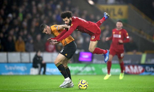 """""""Vua Ai Cập"""" Salah bị CĐV Liverpool """"ném đá"""" tơi bời dù đội nhà giành chiến thắng hú vía - Ảnh 2."""