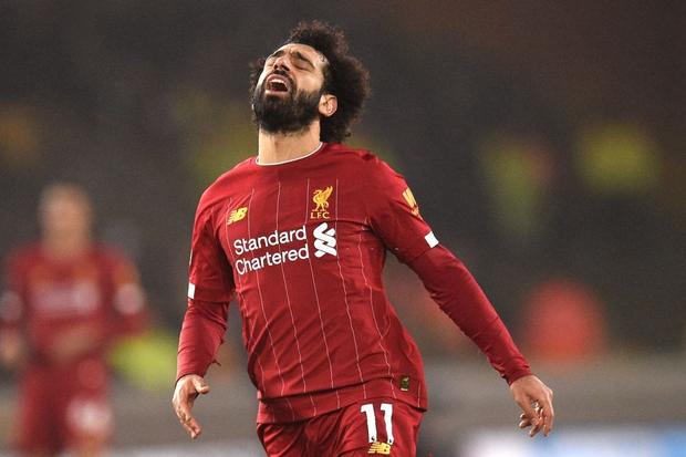 """""""Vua Ai Cập"""" Salah bị CĐV Liverpool """"ném đá"""" tơi bời dù đội nhà giành chiến thắng hú vía - Ảnh 1."""