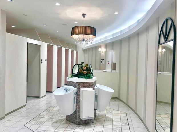 Pha lì xì chất nhất năm mới: Nhà trường xây hẳn khu WC sang chảnh như resort, bảo sao học trò cứ thi nhau xin đi vệ sinh dài! - Ảnh 6.