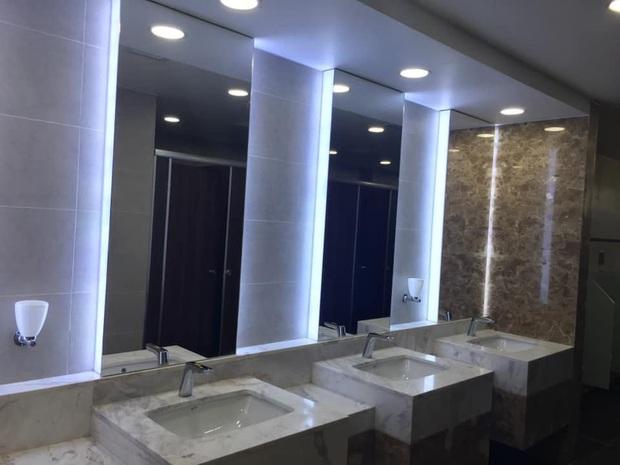 Pha lì xì chất nhất năm mới: Nhà trường xây hẳn khu WC sang chảnh như resort, bảo sao học trò cứ thi nhau xin đi vệ sinh dài! - Ảnh 5.