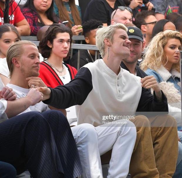 Sự kiện gây bão bởi sự xuất hiện dàn sao khủng: Ai cũng rạng rỡ nhưng netizen chỉ chú ý Justin Bieber bị Shawn Mendes ngó lơ - Ảnh 9.