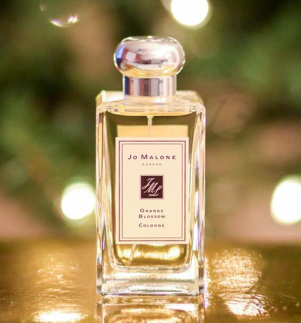Năm mới phải thơm hơn năm cũ, và đây là 10 chai nước hoa có mùi cực xịn nhưng lại vô cùng dễ dùng mà bạn nên sắm - Ảnh 7.
