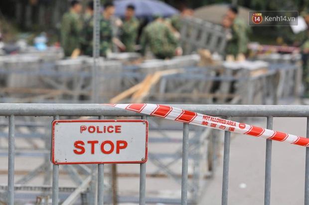 Các trận địa pháo hoa tầm thấp và tầm cao tại Hà Nội đang hối hả thực hiện - Ảnh 3.