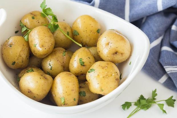 Nếu không muốn ăn Tết luôn trong bệnh viện, có 5 loại đồ ăn quen thuộc trong những ngày đầu năm đừng nên đun đi đun lại, bác sĩ khuyến cáo - Ảnh 3.