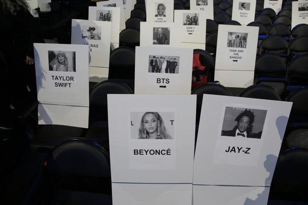 Taylor Swift ngồi cạnh BTS ở vị trí đẹp, Ariana Grande lại bị thất sủng tại Grammy 2020 khi nhìn vào sơ đồ vị trí chỗ ngồi? - Ảnh 2.