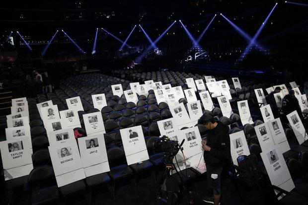 Taylor Swift ngồi cạnh BTS ở vị trí đẹp, Ariana Grande lại bị thất sủng tại Grammy 2020 khi nhìn vào sơ đồ vị trí chỗ ngồi? - Ảnh 1.