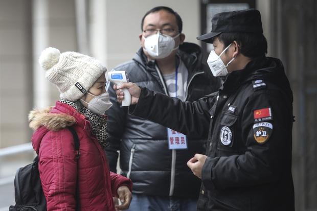 Thông tin dịch bệnh bùng phát mạnh mẽ, số lượng bệnh nhân tăng nhanh dấy lên nghi vấn Trung Quốc che giấu về virus corona? - Ảnh 3.