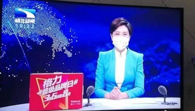 Lo sợ Virus Corona nguy hiểm, các MC và phóng viên ở ổ dịch Vũ Hán cũng phải đeo khẩu trang khi lên hình - Ảnh 1.