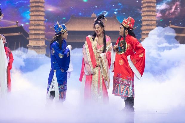 Táo Xuân 2020: Cẩm Ly cosplay Bà Tân, bé Sa - Á hậu Kiều Loan hóa rapper Tiên Vâu - Ảnh 3.