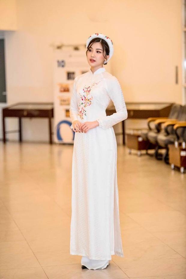 Cùng với các người đẹp Việt, dàn hậu cung VTV cũng khoe sắc trong những tà áo dài duyên dáng đón Xuân về - Ảnh 2.