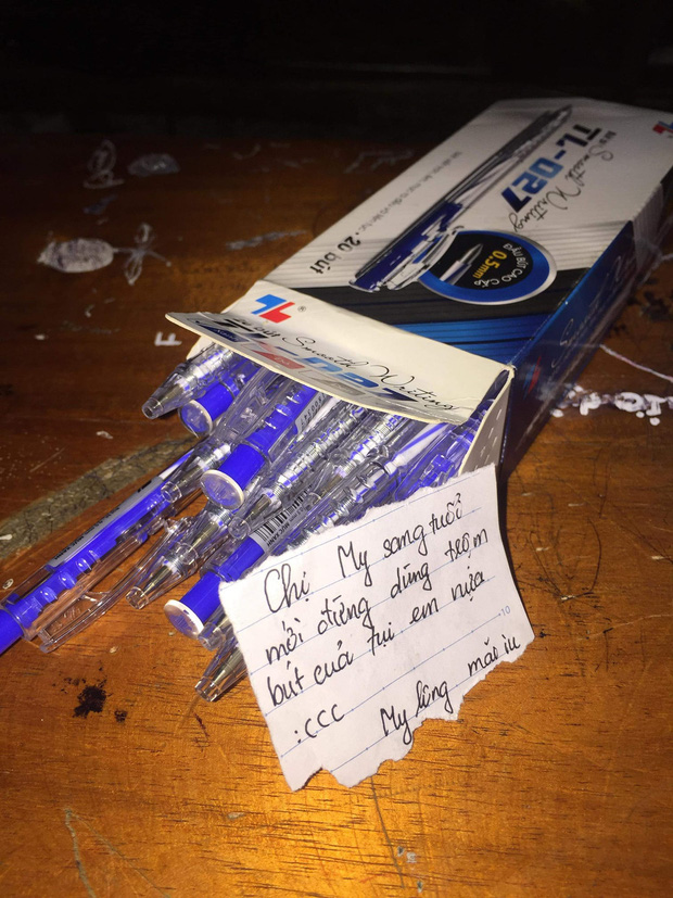 Đầu năm bị đòi lì xì, nữ sinh tặng nguyên hộp bút kèm theo lời nhắn nhủ khiến người chị nín lặng vì xấu hổ - Ảnh 1.