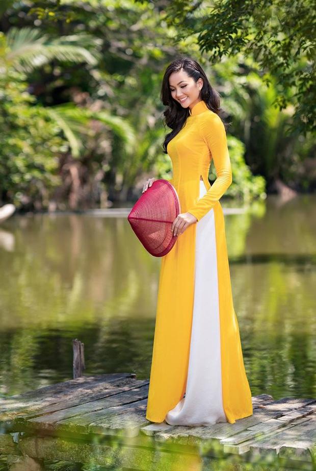 Cùng với các người đẹp Việt, dàn hậu cung VTV cũng khoe sắc trong những tà áo dài duyên dáng đón Xuân về - Ảnh 12.