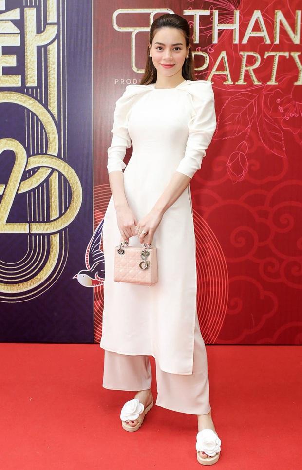 Cùng với các người đẹp Việt, dàn hậu cung VTV cũng khoe sắc trong những tà áo dài duyên dáng đón Xuân về - Ảnh 15.