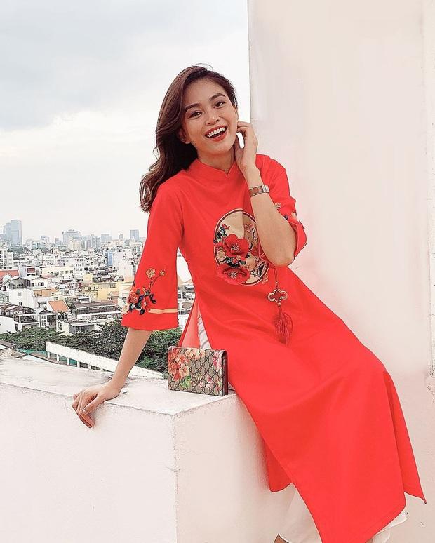 Cùng với các người đẹp Việt, dàn hậu cung VTV cũng khoe sắc trong những tà áo dài duyên dáng đón Xuân về - Ảnh 16.