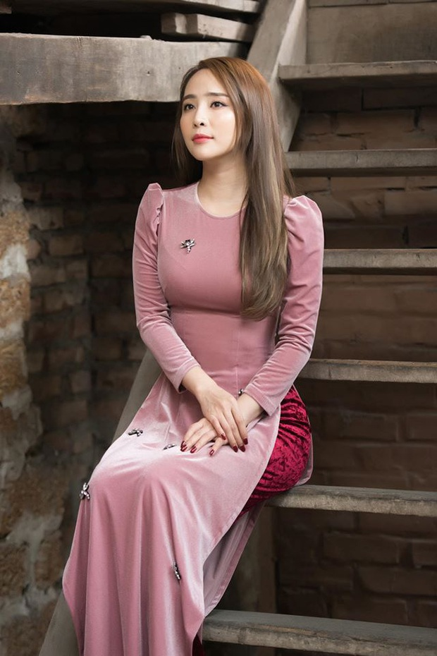Cùng với các người đẹp Việt, dàn hậu cung VTV cũng khoe sắc trong những tà áo dài duyên dáng đón Xuân về - Ảnh 3.