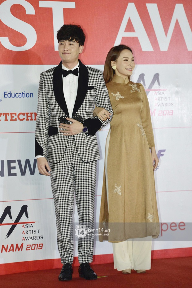 Cùng với các người đẹp Việt, dàn hậu cung VTV cũng khoe sắc trong những tà áo dài duyên dáng đón Xuân về - Ảnh 5.