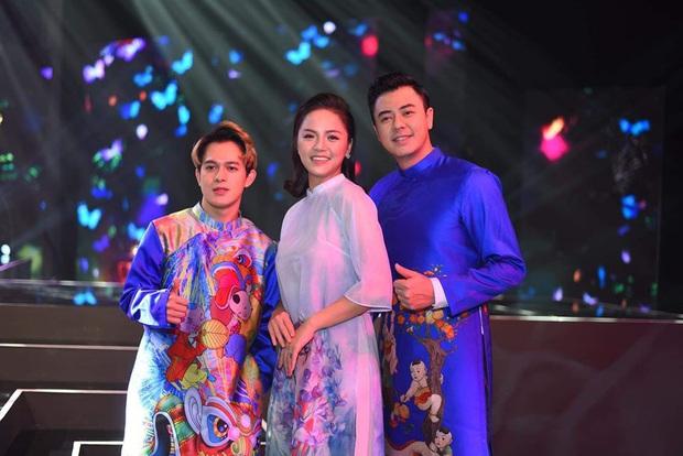 Cùng với các người đẹp Việt, dàn hậu cung VTV cũng khoe sắc trong những tà áo dài duyên dáng đón Xuân về - Ảnh 6.